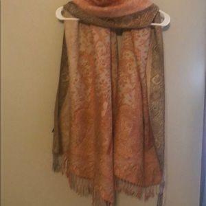 Like new. Paschmodeschal scarf